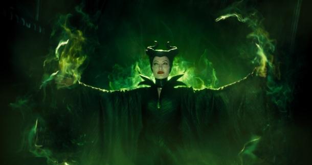 """Angelina Jolie em cena de """"Malévola"""""""