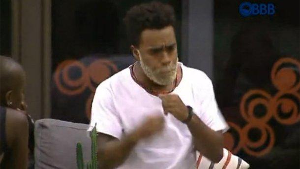 """3.fev.2015 - Douglas conta no """"BBB15"""" que deu um soco em uma ex-namorada (Reprodução/TV Globo)"""