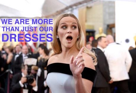 """Reese Witherspoon apoia a campanha #AskHerMore no tapete vermelho do Oscar: """"Nós somos mais que nossos vestidos"""" (Reprodução/ABC)"""