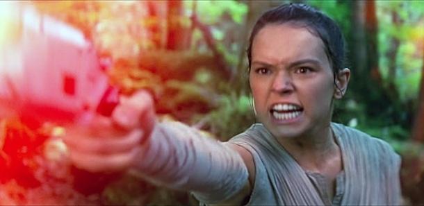 """Daisy Ridley como Rey em cena do trailer """"Star Wars: Episódio 7 - O Despertar da Força"""""""